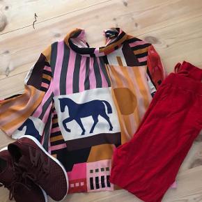 Flotteste sæt...  Super smuk skjorte fra Stine Goya -400 kr Moshi angel pants str M - 250 kr