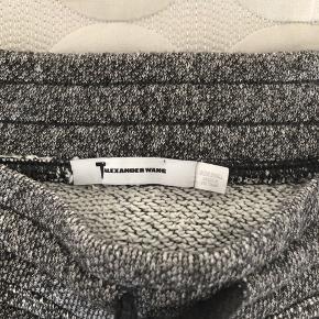 Sælger disse shorts, da jeg aldrig får dem brugt. Har kun brugt dem meget få gange, så de fremstår som helt nye :)