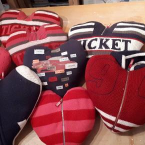 8 stk strikkede hjertepuder fra Ticket to Heaven. Ret sjove. Pladevat indeni. Samlet pris. Porto 37 kr