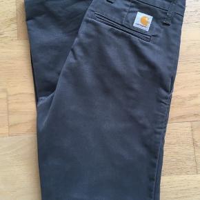 Str. 28/32 - model: sid pant  Kun brugt få gange. Rigtig pæne bukser.