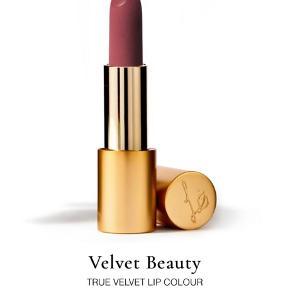 Læbestift fra Lisa Eldridge, helt ny aldrig brugt, modtaget som en del af et sæt, men jeg har allerede farven. Sendes i original æske. Bytter ikke. Ikke swatchet eller prøvet på. Modtaget 20/10-2020 med posten.