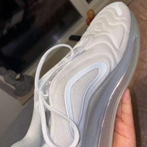 COND 8,5 / 10 Nike AirMax 720 BYD