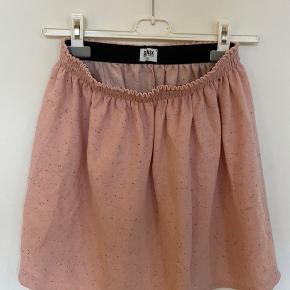 Sælger min lækre dansk nederdel.   Tags: Prada / Fedi / vintage / prada / pink / rosa / Styleaddict / Levi's / Vergegirl