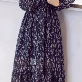Forskellige kjoler, mønstre og humør