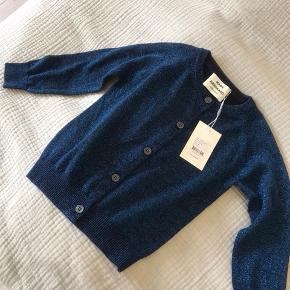 Helt ny (med prismærke) mørkeblå glimmer cardigan. Ny pris 550