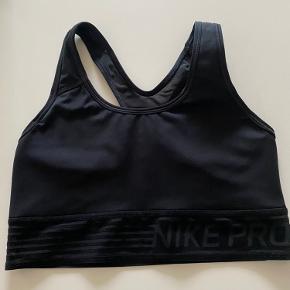 Sport bh fra Nike. Puder i skålene. Bytter ikke
