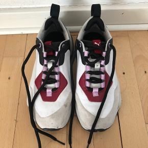 mega fede sneakers fra Puma i en str. 36, aldrig brugt, kun prøvet dem på. meget behagelige.sælges billigt til 270 kr men bud er velkomne #30days sellout