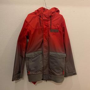 - Oakley Nighthawk biozone Jacket - Købt for en 4 år siden, men kun brugt en    vinter et par gange. - Rød/grå - Ski jakke - Størrelse M