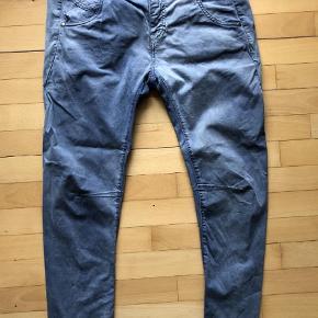Varetype: Einstein Farve: Blå Oprindelig købspris: 1399 kr.  Lækre jeans med masser af stræk. Ingen huller eller andet.