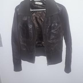 Brun skind jakke str xl. Rigtig fin
