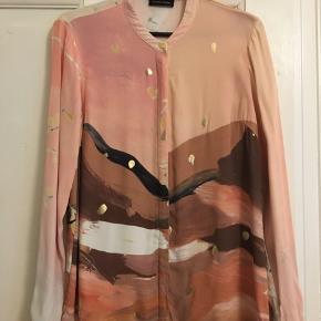 Skjorte fra Stine Goya. Brugt meget lidt. 100% viskose