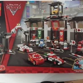 Meget eftertragtet LEGO æske 8679 eksklusiv speciel æske lavet i få eksemplarer og sælges for 1.200kr plus på e-Bay. Butikspris var 950 kr alle klodser og original æske og vejledning medfølger. Sælges kun ved fair bud