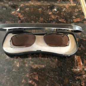 Polaroid Clip- Ons til dem der bruger briller.  Brugt en enkelt gang.