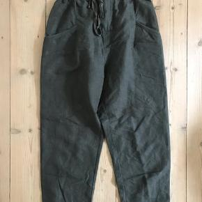 Super nice high-cut pants in khaki in size S by ZARA , Zipper in the front  Material : 75% lyocell , 25 % Polyester