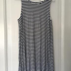 Basic stribet sommer/strand kjole fra H&M   I god stand  Bud ønskes ☀️
