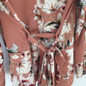 Superfin blazer/kimono fra ZARA, i perfekt stand. Byd, skal væk nu🥰