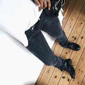 Sælger disse fede bukser fra Acne i str.29/34, så de er temmelig lange i benene.  Rigtig gode med støvler med hæl.