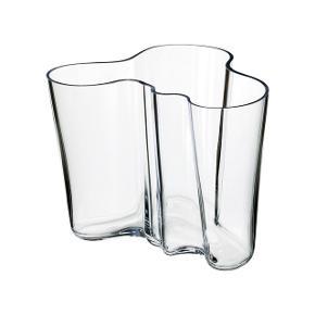 Sælger denne fine og ubrugte Iittala Aalto Collection vase uden æske. Den måler 16 cm.   Nyprisen er omkring de 1.100 kr.