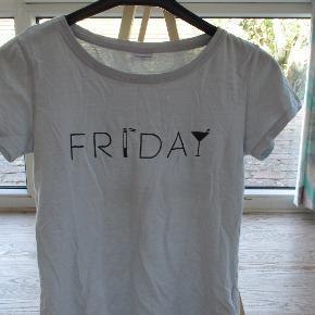 Weekday t-shirt fra Jacqueline De Young str M  Se også mine flere end 100 andre annoncer med bla. dame-herre-børne og fodtøj