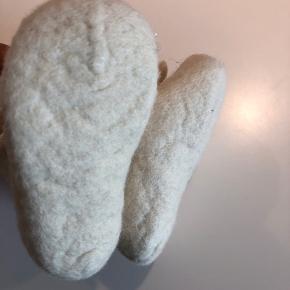 Råhvide uld futter. 0-3 mdr. Aldrig brugt.
