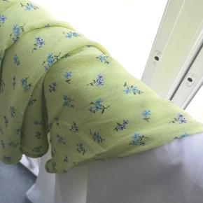 Lime-grøn 90er nederdel i viskose. Elastik i taljen. Str 40. Fast pris
