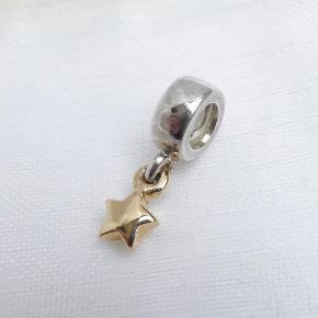 Varetype: Charm / led, 14 kt. guld stjerne vedhæng  Oprindelig købspris: 875 kr.  Vedhæng med stjerne i 14 karat guld. Nr. 790139.