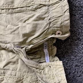 Sælger min lidt armygrønne nederdel, som er mega lækker