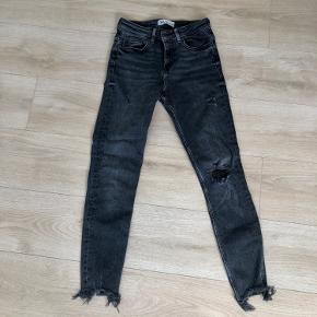 Fede jeans fra zara Brugt få gange Størrelse 36