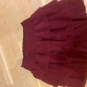 Ingen brugs-spor, - flot neo noir nederdel