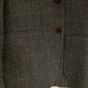 Str. 48 Grå-brun casual ternet blazer i uld.