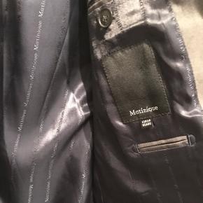 Fed jakke i grå, aldrig brugt. Sælges da jeg har for mange jakker 😁