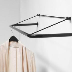Nomess Gravity Rack  90 cm. lang Nypris: 800,- Garderobestang  Opbevaring  Bøjlestativ Stang til tøj Boligindretning  Tøjstativ Knagerække Aldrig brugt stadig i original emballage