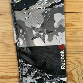Løbebukser fra Reebok i str. S (34/36) i det fedeste camo-print