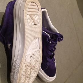 Lækre converse. Brugt et par timer indendørs. Ser ud som nye. Måler 21 cm indvendigt .  ——- 33 31 Kondisko Sneakers