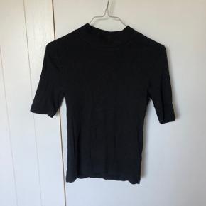 Sælger denne fine tæt siddende t-shirt fra h&m
