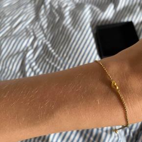 💥Sælger dette armbånd for min søster💥  ⚡️Julie Sandlau Armbånd⚡️  NP: 1.600kr MP: 700kr  - 925 Sterling sølv  - 22 Karat forgyldt   OG. Smykke kassen
