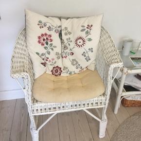 Fin stol i bambus Puder medfølger gratis