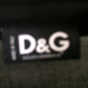 D&g skjorte. Størrelsen mangler men den passer en xs/s. Brugt men i super fin stand