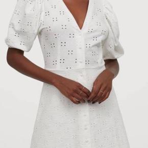 Hvid kjole med pufærmer