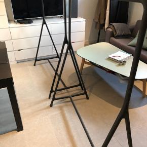 IKEA TURBO stativer. Den ene afstiver er knækket helt inde ved skruen. Dette er dog intet problem, når skruen er skruet i.