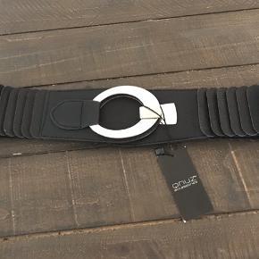 Helt nyt elastikbælte fra Qnuz. Det måler 84 cm, men der er massere af elastik, så kan snildt bruges op til en l/xl