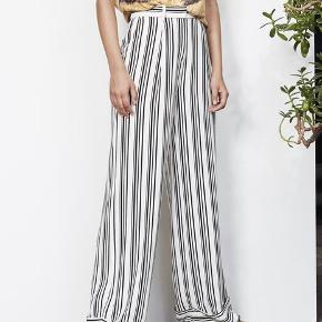I butikkerne nu: Model Cleo buks i sort/hvid. Ubrugte, med labels. Str 38. Nypris: 1900. MP 800. Se min annonce med tilhørende blazer.
