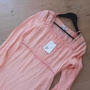 Fin lyserød kjole i viskose