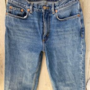 cropped medium blue 100% Cotton sidder godt med straight leg