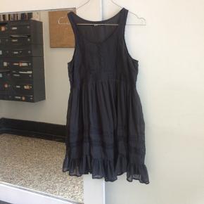 Gina tricot kjole str 34. Tror aldrig den har været brugt