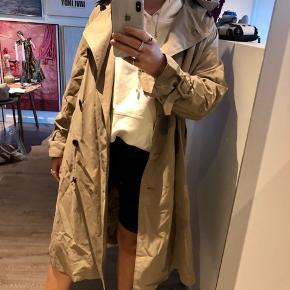 Helt ny frakke fra Zara i str xs. Stadig mærke i