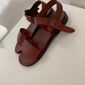 Camel sandaler