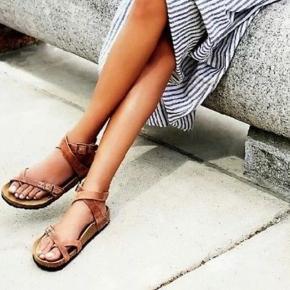 Birkenstock sandaler i farven antique brown Str. 37 smal model Style: Yara sandal Sjælden birkenstock sko Ægte læder