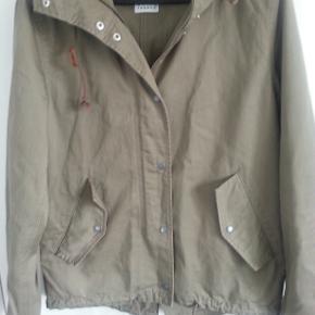 Næsten ny jakke jakke til foråret. Størrelse: XS/S