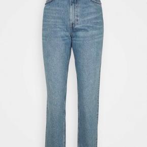 Super flotte bukser fra monki. High rise og straight fit.